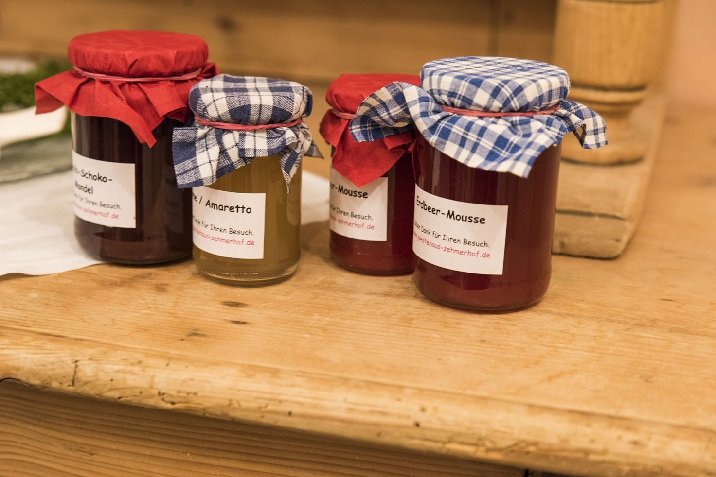 12 Sorten hausgemachte Marmelade zum Frühstück
